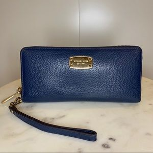 MK Navy Jet Set Continental Zip Wallet Wristlet